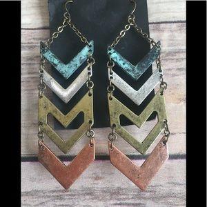 Jewelry - 🌲5/$25 Vintage Feel Chevron Earrings